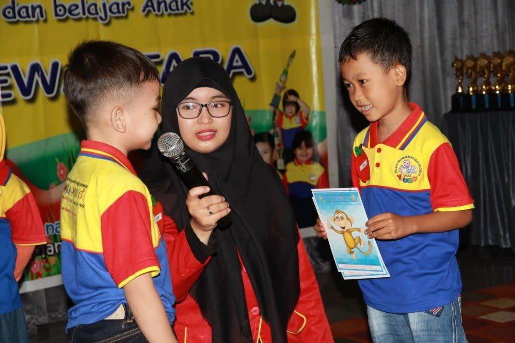 Penampilan English biMBA Kids Ki Hajar Dewantara